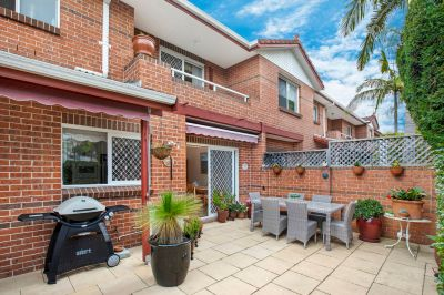 Sprawling Townhouse in Sought After Family Setting