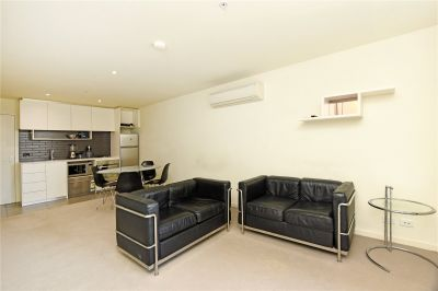 Stunning Two Bedroom Apartment Near Queen Victoria Market!