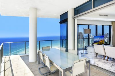 Luxurious 268m2 Beachside Sub-Penthouse