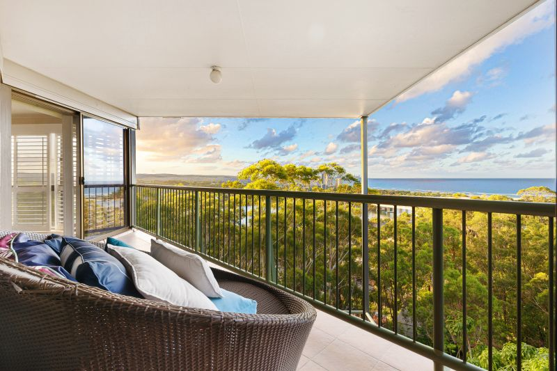 Prime Hilltop Holding with Superb Panoramic Ocean Outlook