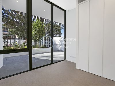North-facing 1-Bedroom Apartment with Courtyard