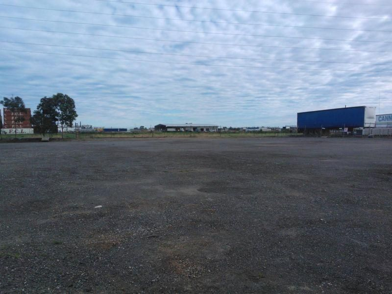 HARDSTRAND LAND ONLY IDEAL LOCATION