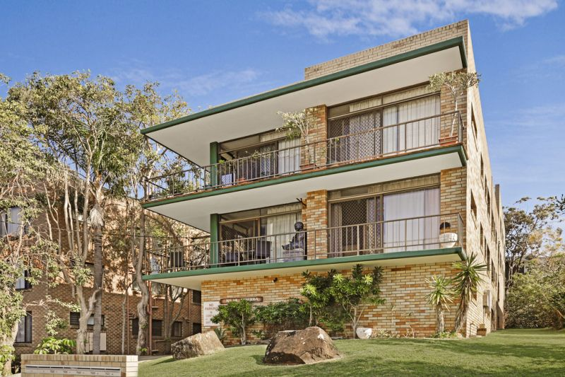 Mooloolaba Roof Garden Unit, Offers over $320.000