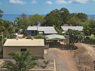 Absolute Beachfront!! 1012 m2 allotment (1/4 acre)