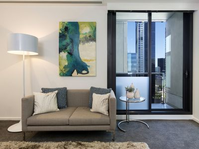 Southbank Grand: Near New One Bedroom - Convenient Cosmopolitan Lifestyle!