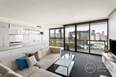 Furnished 2-bedroom apartment with stunning river and city views