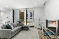 = HOLDING DEPOSIT RECEIVED = LUXURIOUS EXECUTIVE APARTMENT