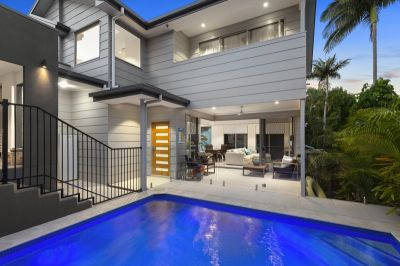 Luxury Near New Home In Popular Benowa Hills' Precinct