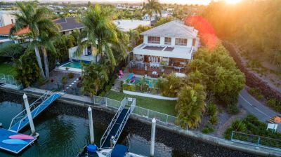 The Quintessential Family Home - Best Value Waterfront in Hope Island!