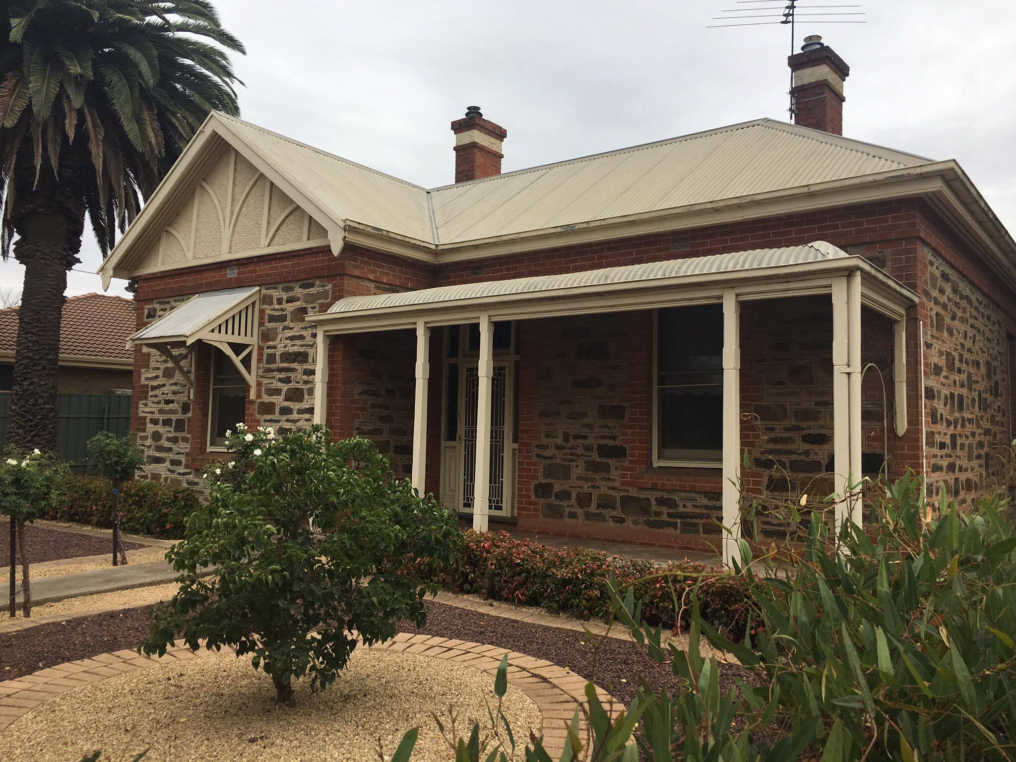 Beautiful 3 bedroom cottage! Great Location