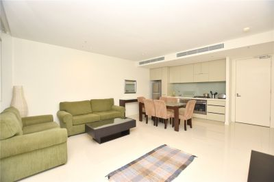 Grosvenor: Inner City Style and Space Near Albert Park Lake!