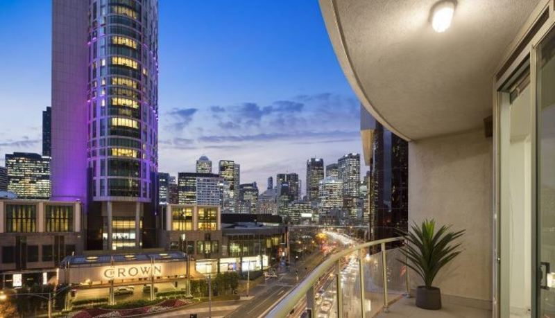 Renovate, Views, and a stone's throw from Crown Casino's