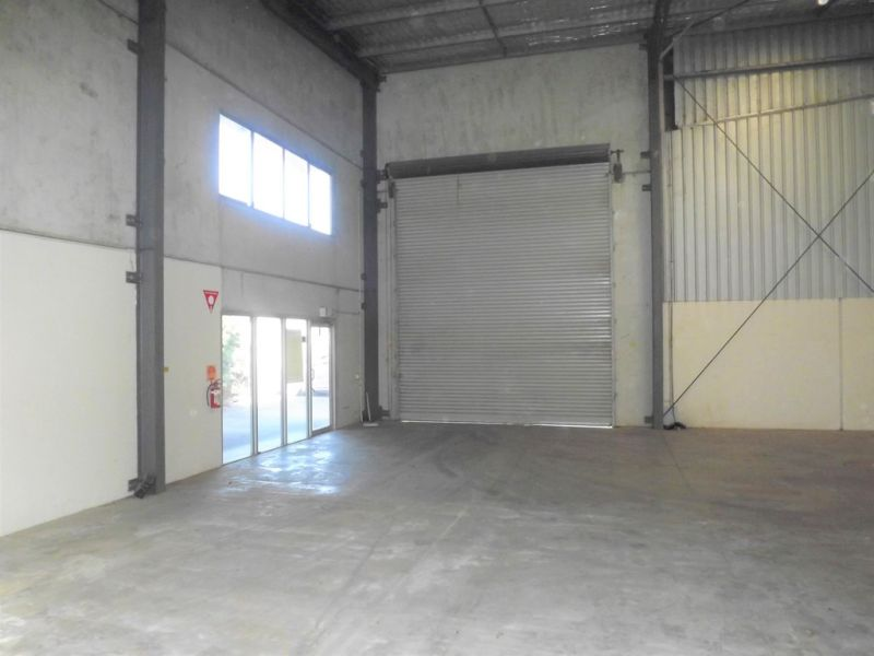 Tilt Panel Industrial Warehouse with Office 395m2*