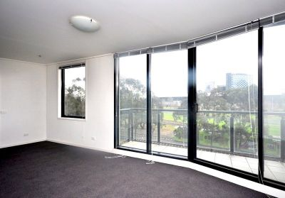 Yarra Crest: 3rd Floor - Fantastic Central Location!