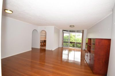 Surprisingly Quiet 3 Bedroom Unit - (Enter via 24 Evans Avenue)