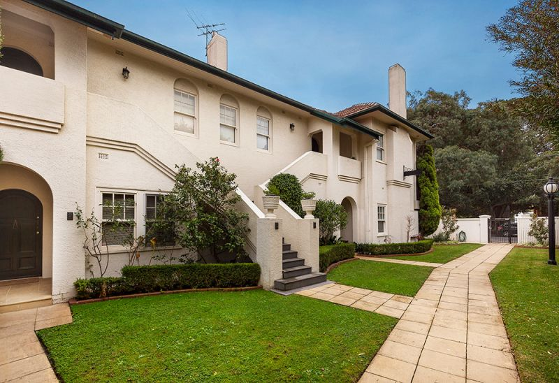 Renovated Ground Floor Art Deco Residence in the heart of Brighton.