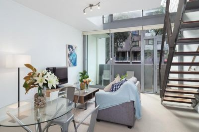 EXECUTIVE ONE BEDROOM TOWNHOUSE STYLE LOFT APARTMENT