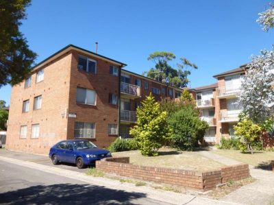 Beautiful 2 Bedroom Unit with Car Space