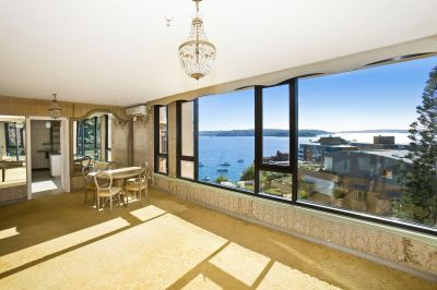 Spacious Apartment With Harbour Views, North Aspect & 2 Garages