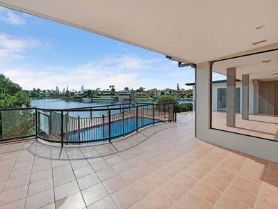 North Facing- Main-River- Absolute Waterfront Living!