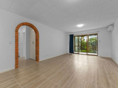 Newly Renovated 2 Bedroom Apartment + Courtyard