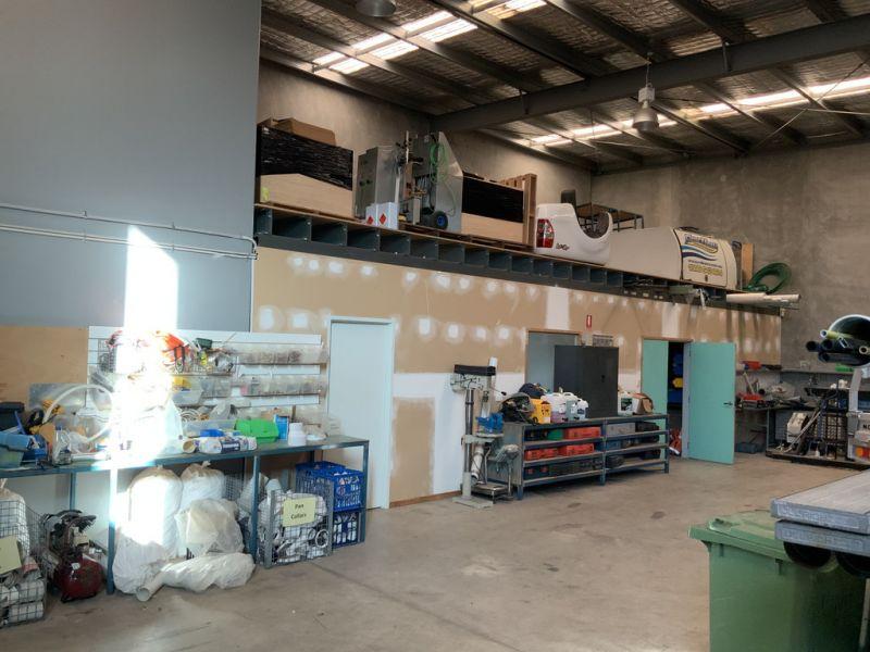 Functional Tilt Slab Warehouse