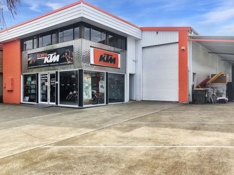 Iconic location - great mixture of warehouse, workshop, showroom and office...