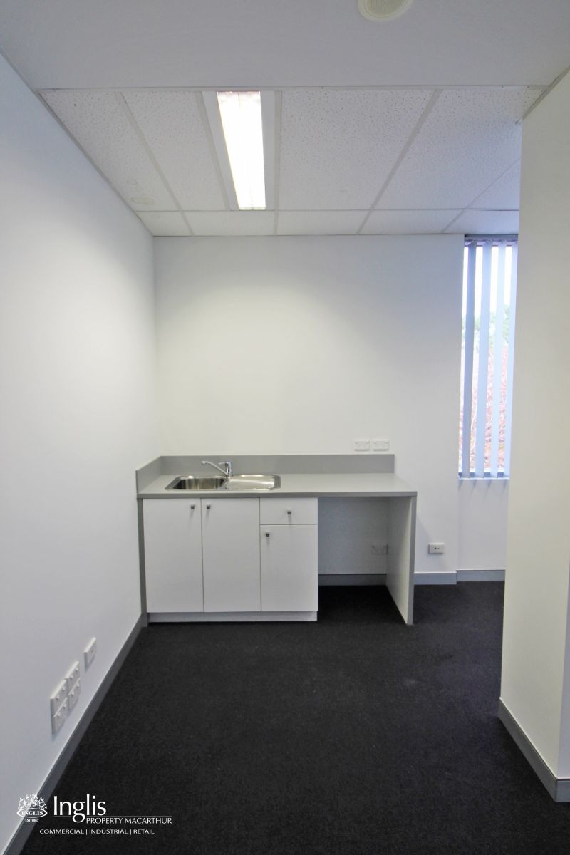 WELL PRESENTED PROFESSIONAL SUITE IN THE HEART OF PARK CENTRAL