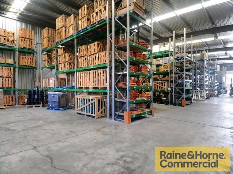 Container Friendly Unit... Great Exposure