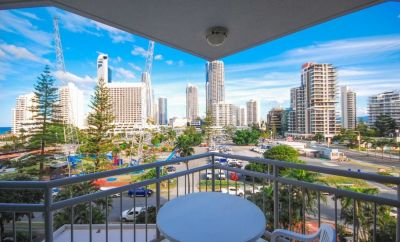 Stunning 1 Bedroom Furnished Apartment in 'Crown Towers'