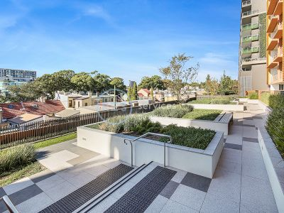 Private 3-Bedroom Apartment with City Views and Parking