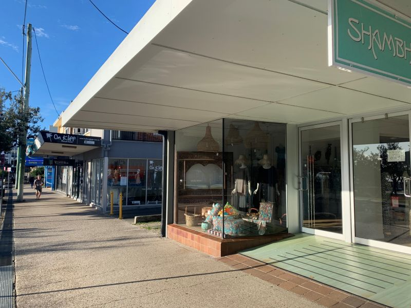 RETAIL SHOPFRONT RIGHT IN THE ACTION - UNDER OFFER