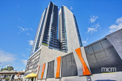 Marco: Modern and Spacious One Bedroom Apartment with Carpark!