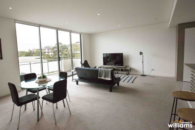 TOP FLOOR APARTMENT, MODERN, STYLISH INTERIORS FULL OF NATURAL LIGHT