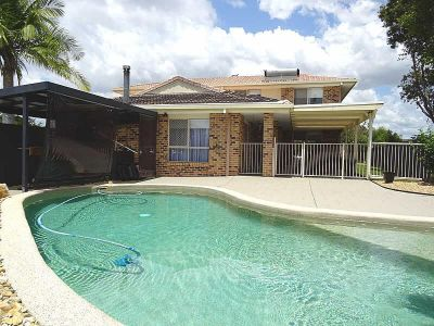 SPACIOUS 5 BEDROOM FAMILY HOME WITH POOL
