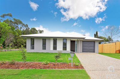 Immaculate Unit in Beautiful Glasshouse Mountains