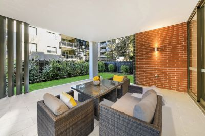 Spacious 2 Bedroom Ground Floor Apartment with Expansive Courtyard