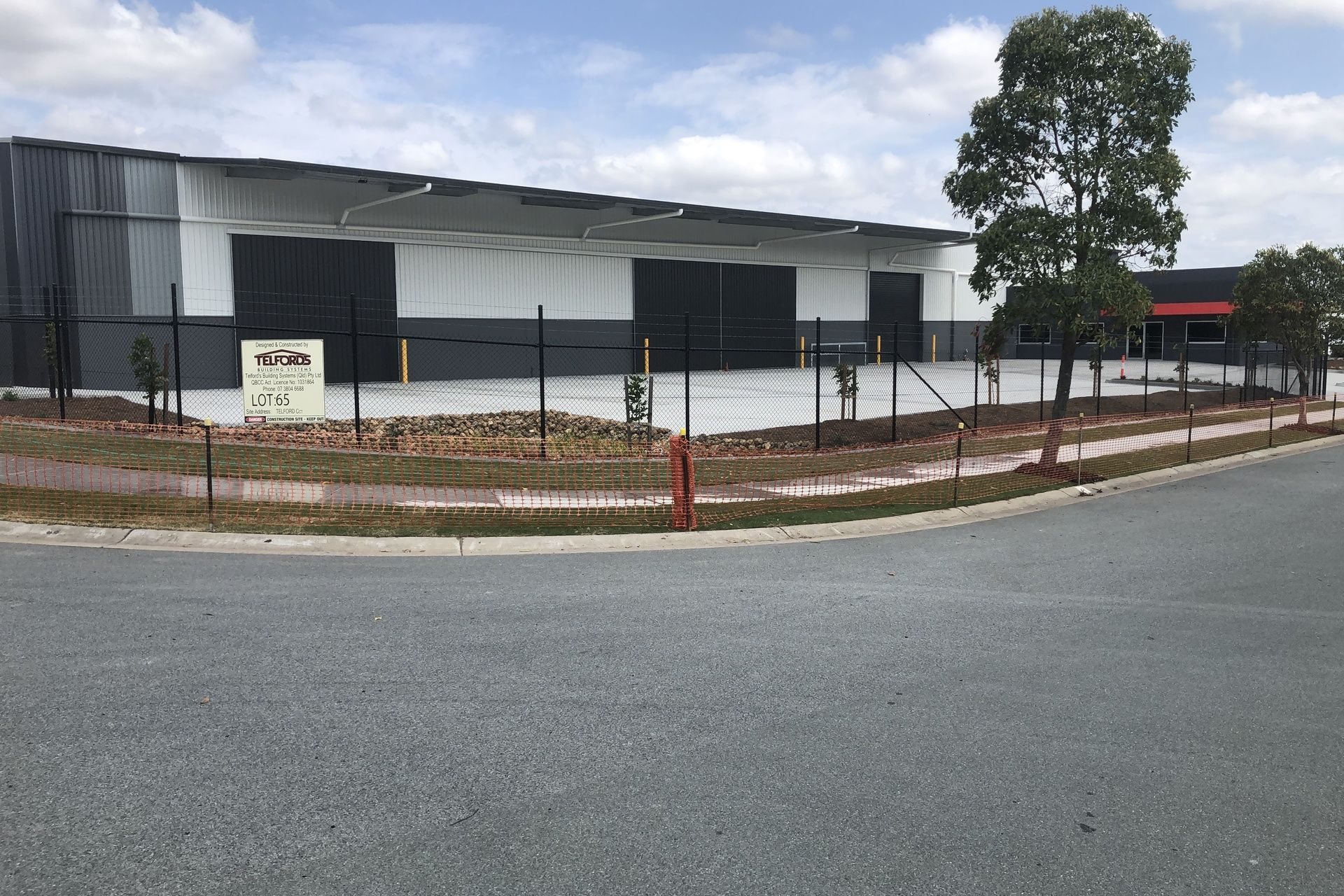 BRAND NEW WAREHOUSE & OFFICE CENTRALLY LOCATED TO M1
