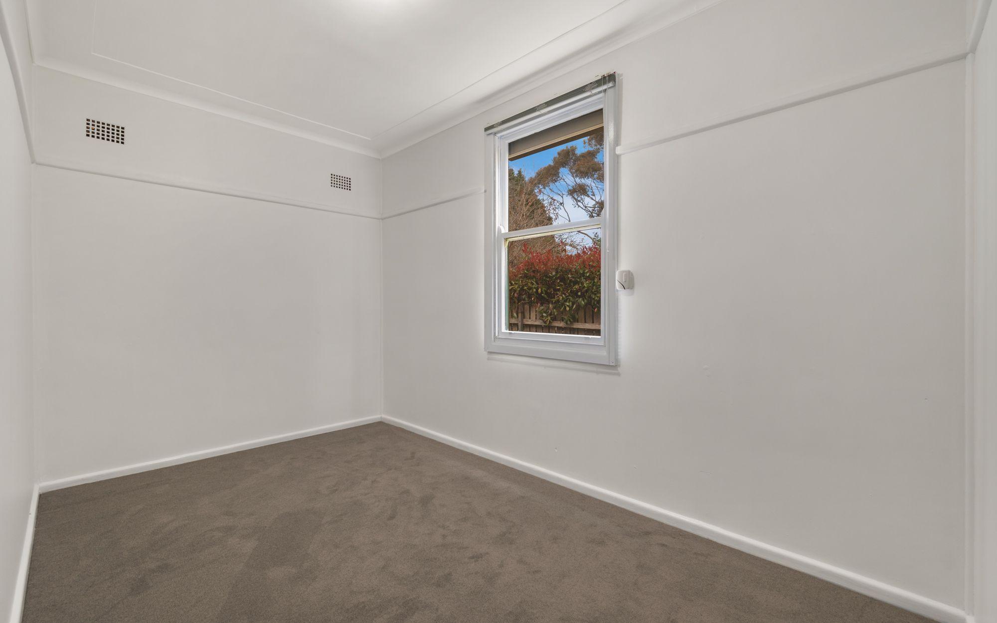 8 Whinmoor Street Katoomba 2780