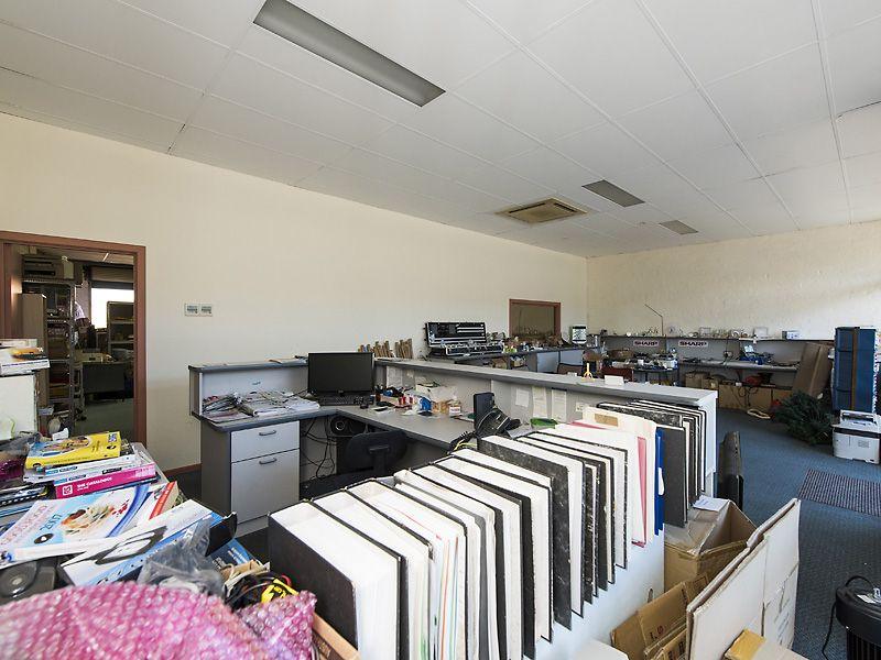 WAREHOUSE/SHOWROOM FOR SALE IN EAST VICTORIA PARK