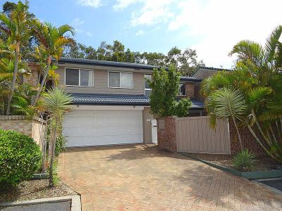 THREE BEDROOM HOUSE WITH POOL - PRIME LOCATION