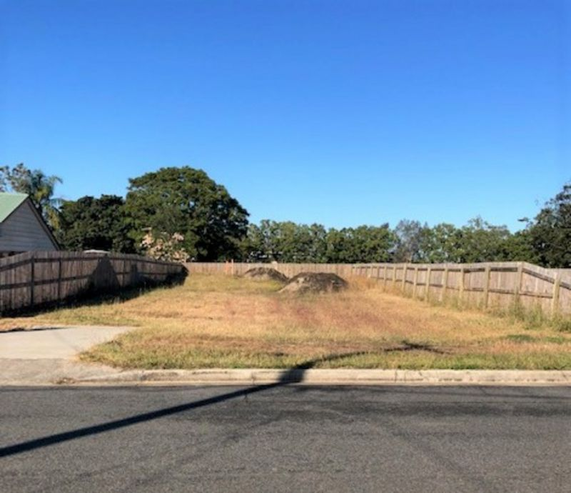 Come And Stake Your Claim!!!  533m2 Vacant Land - Fenced on 3 Sides - Walk To Shops