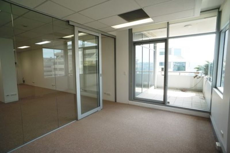 FULLY FURNISHED OFFICE WITH QUALITY FIT-OUT AND LARGE BALCONY