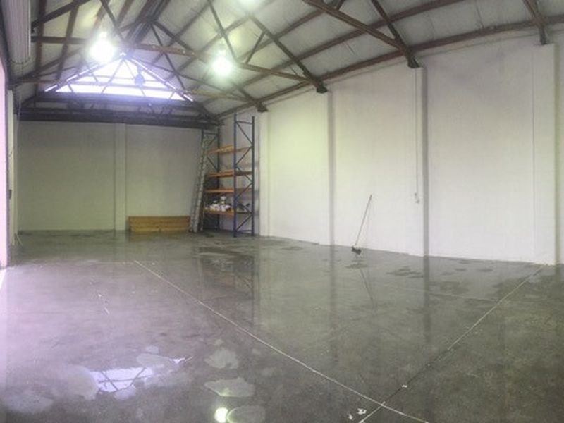 *4 Metre High Clearance* Showroom Warehouse with Offices