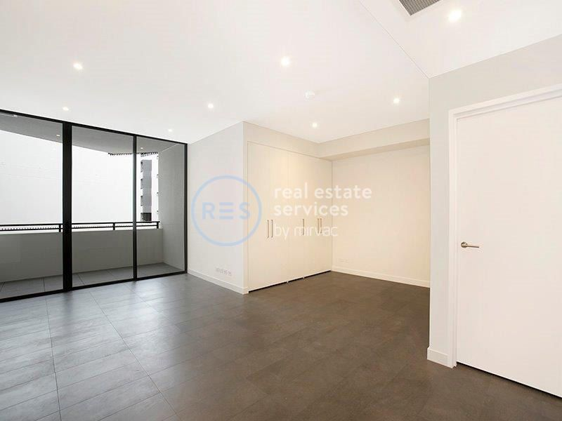 Studio with secure car space