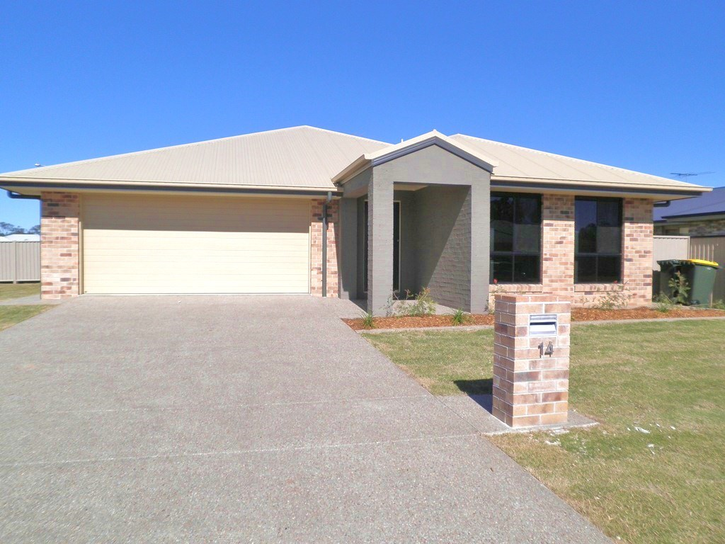 4 BEDROOM 4 BATHROOM AND A SHED - FULLY FURNISHED!!