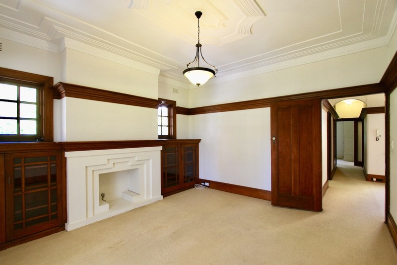 Absolute Classic 1920s Apartment with Lock Up Garage