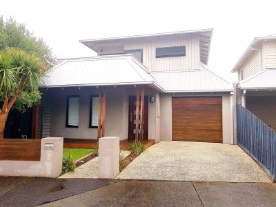 LOCATION, LOCATION ! IN THE HEART OF WILLIAMSTOWN