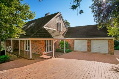 Spectacular valley views, prime location close to schools, shops and transport
