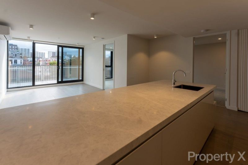 Don't Miss Out! West facing Large 2 Bedroom 2 Bathroom Apartment WITH 2 CARPARKS!